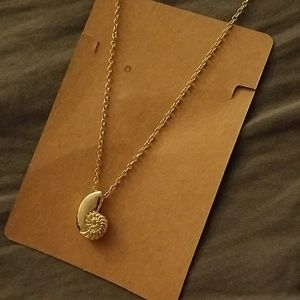 Jewelry - Glam Gold Seashell Necklace